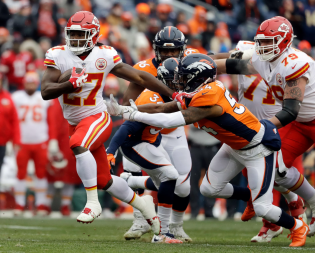 Hunt finished as the NFL's leading rusher, but may watch his counterpart run away from the competition. Image Credit: Morning Breaking News